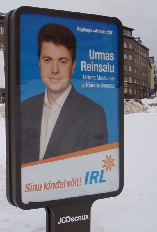 Monopolide vastu võitleja Urmas Reinsalu andis hääle Karksi-Nuia hinnatõusu poolt. Valimisplakat jaanuaris 2011 Tallinnas. Foto Virgo Kruve